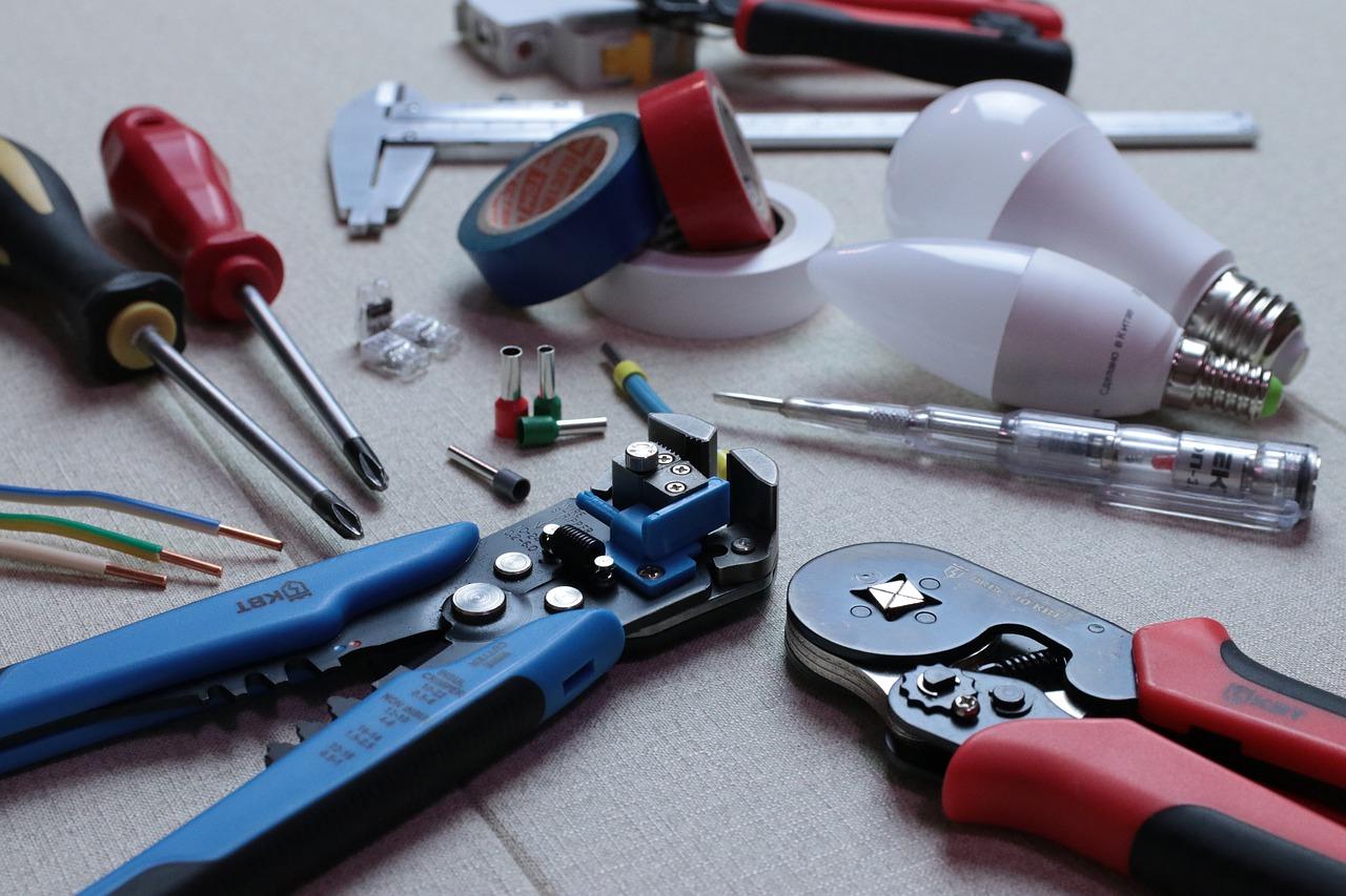 Hurtowa i detaliczna sprzedaż artykułów elektrycznych
