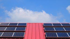 Dlaczego cena paneli fotowoltaicznych spada?